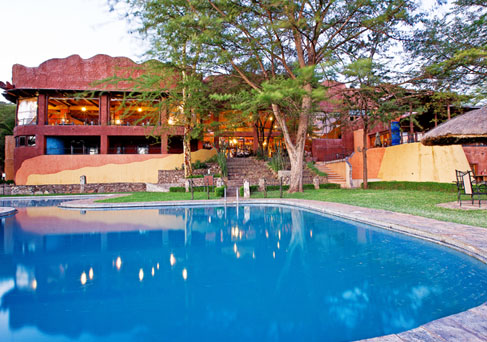 Serengeti Sopa swimming pool